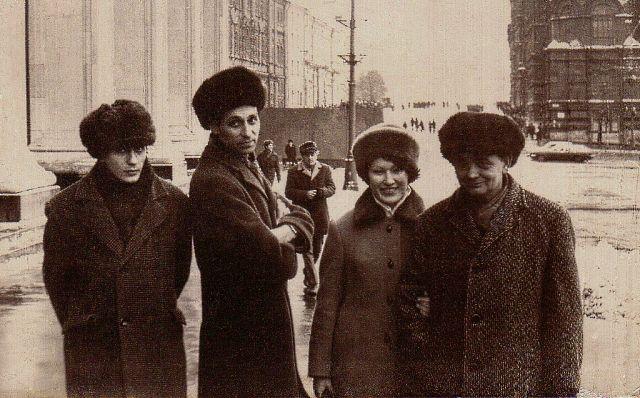 1975 г. Ленинград. Виктор Чигрин, Валерий Юдовинский, Лариса Кхельзен, Александр Чигрин