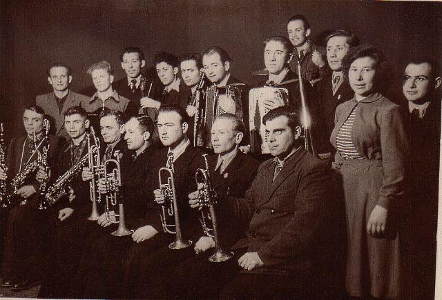 1955 г. Александр Чигрин с оркестром